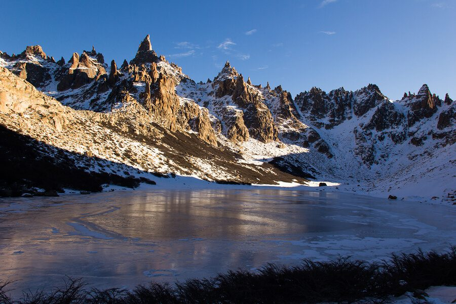 A beautiful picture of snowy mountainsides in Bariloche.